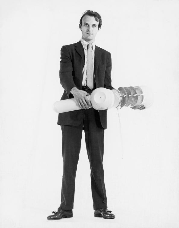 Christian Skrein, Walter Pichler zeigt Prototypen, 1967, 2.jpg